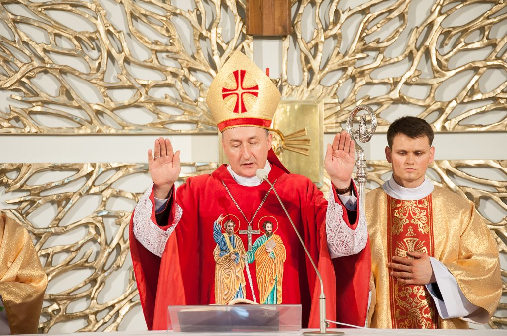 Konsekracja kościoła w Siedliskach - biskup Andrzej Jeż